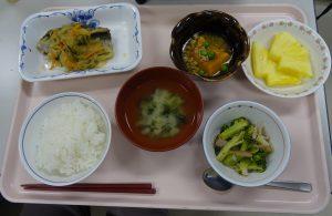 施設の通常食の食事体験とソフト食の試食をおこないました
