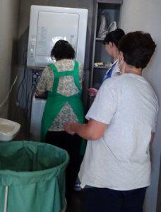 午後は洗濯やシーツ交換、入所者のお話相手など、多岐に渡り活動しました